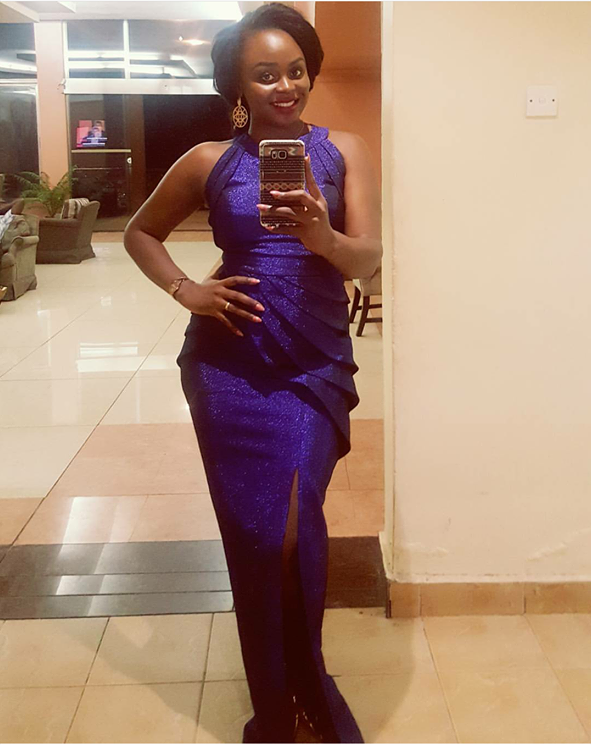 Rema looked beautiful in the dark blue dress for her big night gig